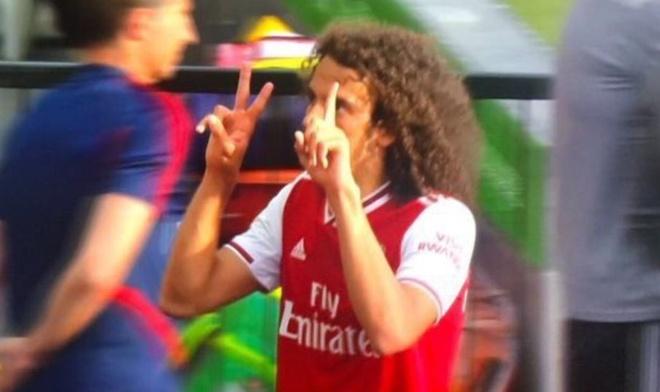 Cầu thủ trẻ Arsenal nhận cái kết đắng vì ăn mừng sớm