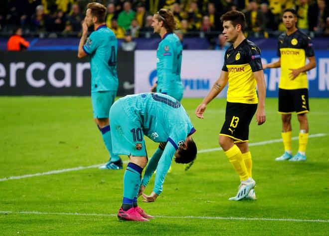 Reus da hong phat den khien Dortmund chia diem voi Barca hinh anh 27