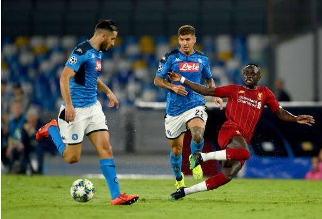 Van Dijk mac sai lam, Liverpool thua trang Napoli 0-2 hinh anh 18