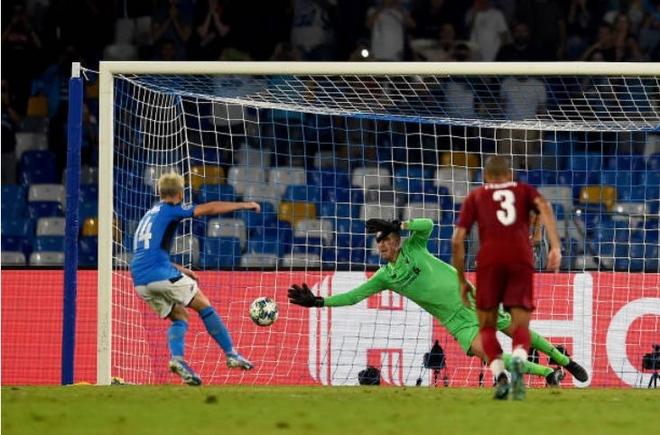 Van Dijk mac sai lam, Liverpool thua trang Napoli 0-2 hinh anh 24