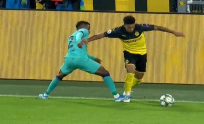 Reus da hong phat den khien Dortmund chia diem voi Barca hinh anh 21