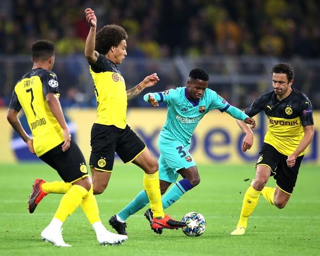 Reus da hong phat den khien Dortmund chia diem voi Barca hinh anh 17