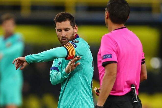 Reus da hong phat den khien Dortmund chia diem voi Barca hinh anh 23