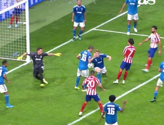 Sao Atletico khien trong tai nam san sau cu sut trung mat hinh anh 2