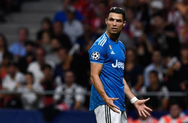 Ronaldo noi nong voi dong doi anh 2