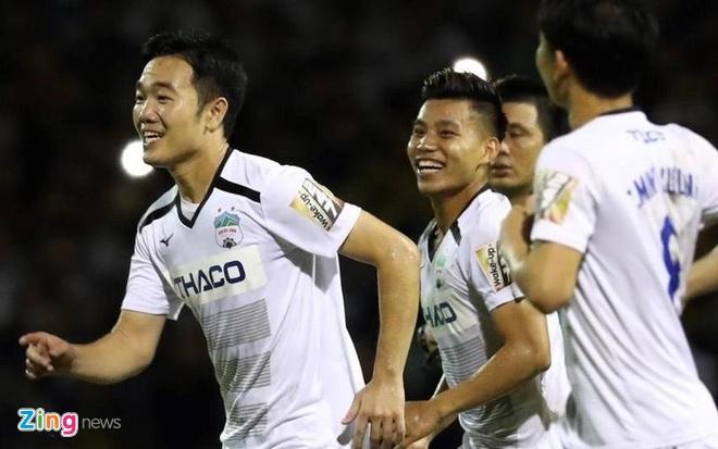 Minh Vuong lap hat-trick giup HAGL thang 5-1 hinh anh 2