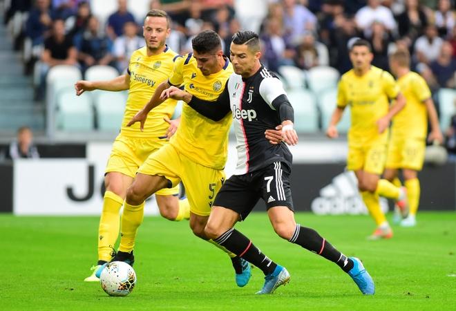 Ronaldo ghi ban va kien tao giup Juventus gianh 3 diem hinh anh 10