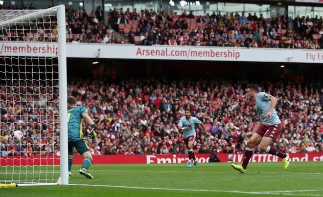 Arsenal nguoc dong ha Aston Villa voi 10 nguoi hinh anh 8