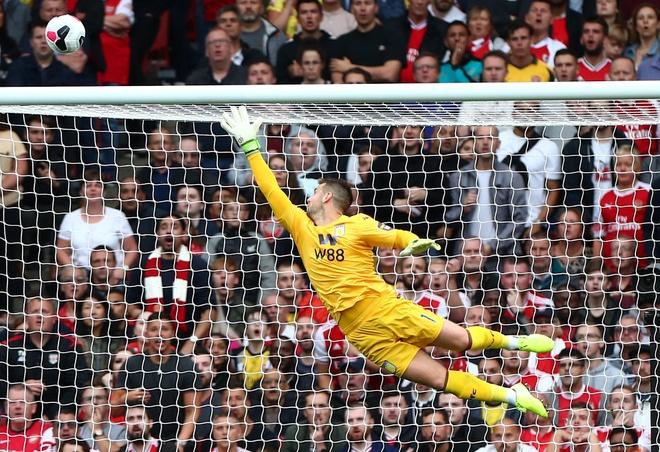Arsenal nguoc dong ha Aston Villa voi 10 nguoi hinh anh 10