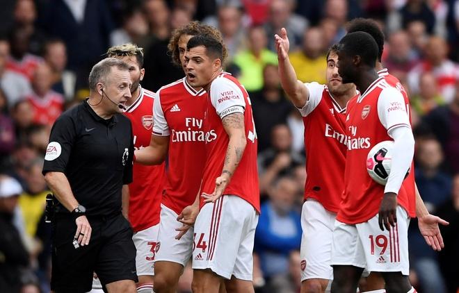 Arsenal nguoc dong ha Aston Villa voi 10 nguoi hinh anh 11