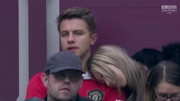 Fan nu ngu gat khi xem Man Utd be tac truoc West Ham hinh anh 1