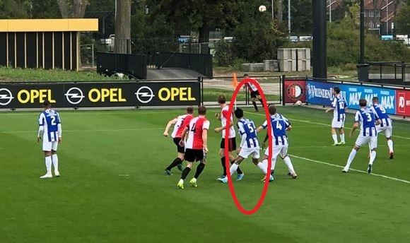 Van Hau khien ngoi sao cua Feyenoord dinh chan thuong hinh anh 2