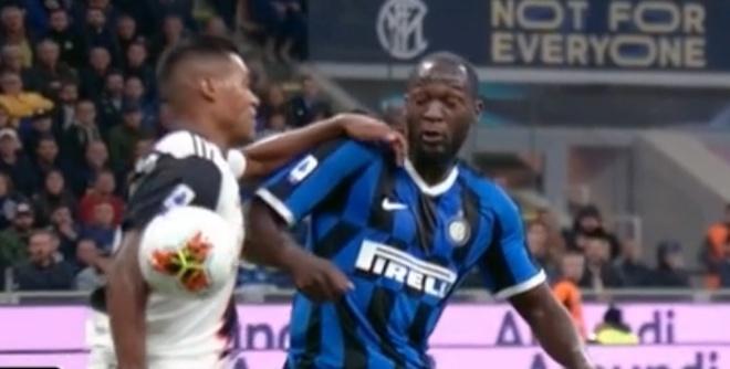 Ronaldo khong gap may trong ngay Juventus thang Inter 2-1 hinh anh 25