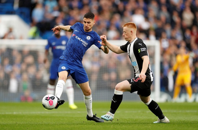 Chelsea 1-0 Newcastle: Marcos Alonso toa sang hinh anh 18