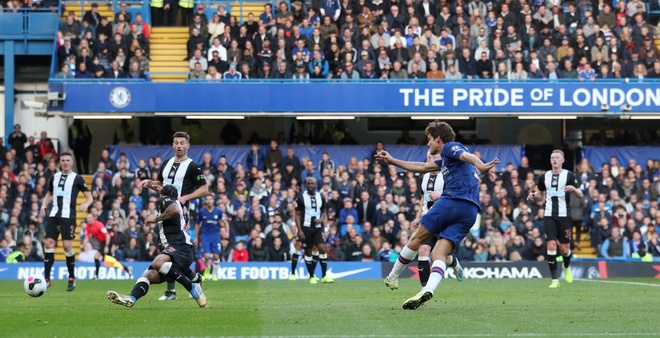 Chelsea 1-0 Newcastle: Marcos Alonso toa sang hinh anh 21