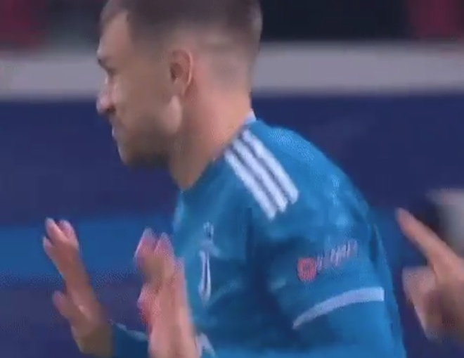 Ronaldo bi cuop ban thang anh 3