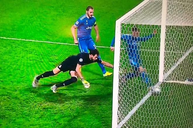 Ronaldo bi cuop ban thang anh 2