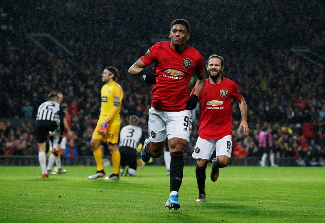 Thang Partizan 3-0, MU vao vong knock-out Europa League som 2 luot hinh anh 10