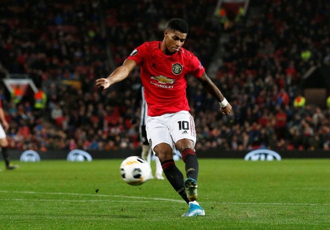 Thang Partizan 3-0, MU vao vong knock-out Europa League som 2 luot hinh anh 13