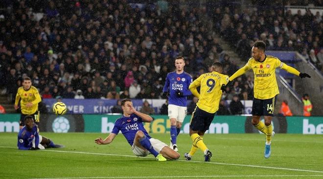 Arsenal chim trong khung hoang sau tran thua Leicester hinh anh 13