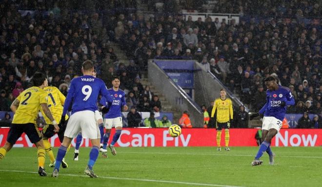 Arsenal chim trong khung hoang sau tran thua Leicester hinh anh 19