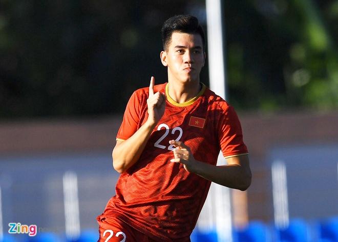 Tien Linh lap hat-trick giup U22 Viet Nam thang Lao 6-1 hinh anh 1