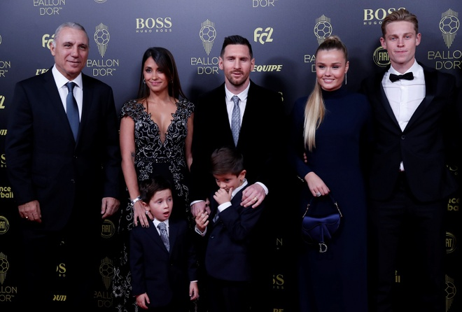 Vuot Ronaldo, Messi gianh Qua bong vang thu 6 hinh anh 27