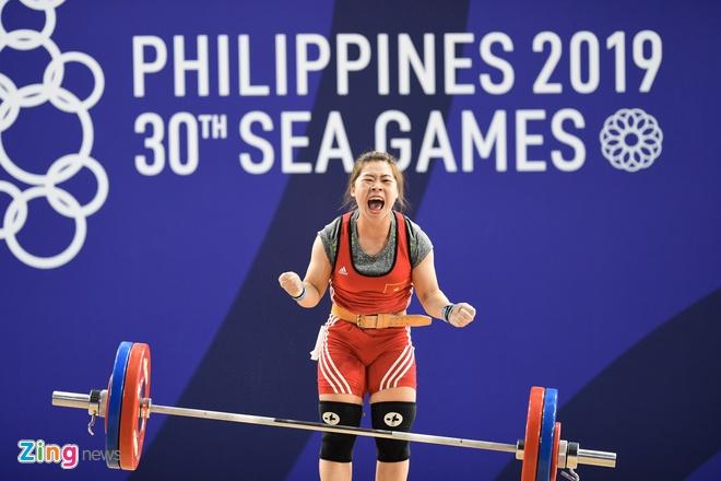 SEA Games 30: Nhan vien gat nuoc tren san dau cua U22 Viet Nam hinh anh 22