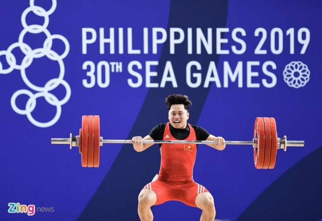 SEA Games 30: Nhan vien gat nuoc tren san dau cua U22 Viet Nam hinh anh 33
