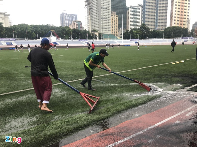 SEA Games 30: Nhan vien gat nuoc tren san dau cua U22 Viet Nam hinh anh 44
