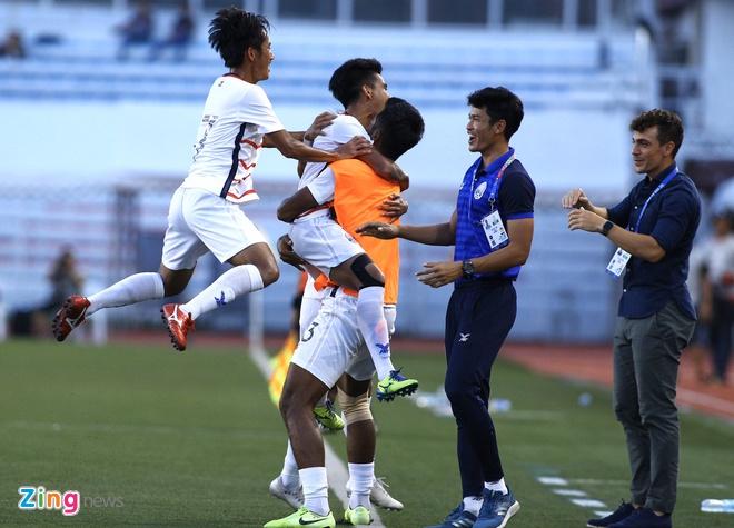U22 Campuchia 3-1 Malaysia: Dau cham het cho 'Nhung chu ho' hinh anh 7