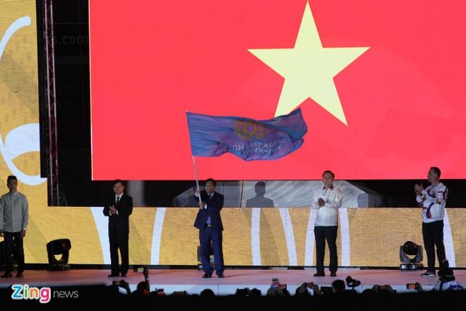 Chu nha Philippines trao co dang cai SEA Games 31 cho Viet Nam hinh anh 46