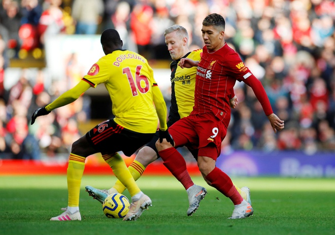 Salah lap cu dup, Liverpool thang tran thu 16 sau 17 vong hinh anh 10 2019-12-14T123403Z_683790936_RC20VD994RMS_RTRMADP_3_SOCCER-ENGLAND-LIV-WAT-REPORT.JPG
