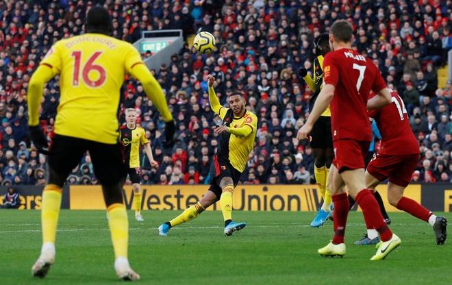 Salah lap cu dup, Liverpool thang tran thu 16 sau 17 vong hinh anh 14 2019-12-14T131407Z_68030053_RC21VD9LWPAZ_RTRMADP_3_SOCCER-ENGLAND-LIV-WAT-REPORT.JPG