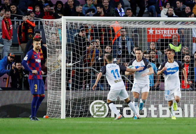 Messi toa sang giup Barca thang dam Alaves hinh anh 20 2019-12-21T162027Z_676763308_RC2SZD9775HZ_RTRMADP_3_SOCCER-SPAIN-FCB-ALV-REPORT.JPG