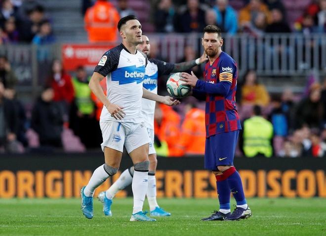 Messi toa sang giup Barca thang dam Alaves hinh anh 21 2019-12-21T162103Z_393607104_RC2SZD9D90LB_RTRMADP_3_SOCCER-SPAIN-FCB-ALV-REPORT.JPG