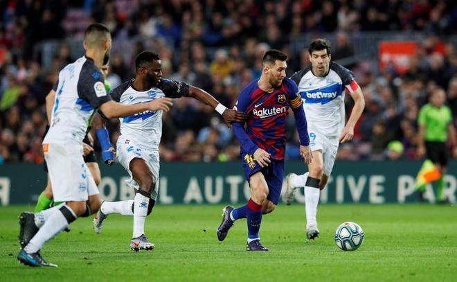 Messi toa sang giup Barca thang dam Alaves hinh anh 22 2019-12-21T163130Z_127282980_RC2SZD9F913O_RTRMADP_3_SOCCER-SPAIN-FCB-ALV-REPORT.JPG