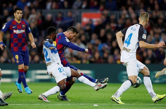 Messi toa sang giup Barca thang dam Alaves hinh anh 2 2019-12-21T163305Z_813336645_RC2SZD99BV9I_RTRMADP_3_SOCCER-SPAIN-FCB-ALV-REPORT.JPG