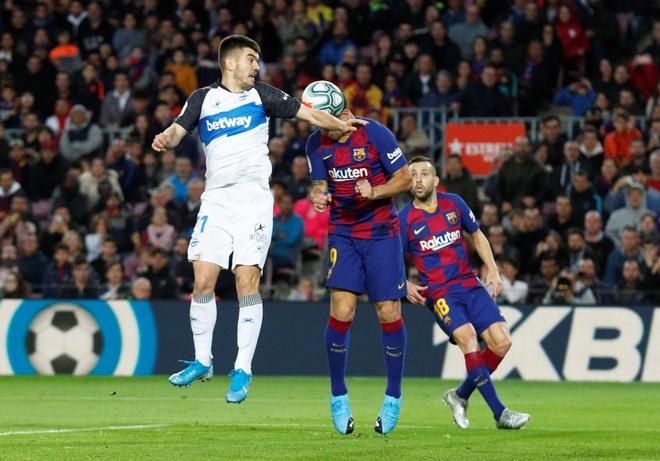 Messi toa sang giup Barca thang dam Alaves hinh anh 24 2019-12-21T163717Z_155076282_RC2SZD9GKN6C_RTRMADP_3_SOCCER-SPAIN-FCB-ALV-REPORT.JPG