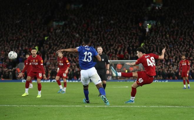 Liverpool vao vong 4 FA Cup trong ngay Minamino da chinh hinh anh 2 2020_01_05T173050Z_917711069_RC2T9E9UHE0B_RTRMADP_3_SOCCER_ENGLAND_LIV_EVE_REPORT.JPG