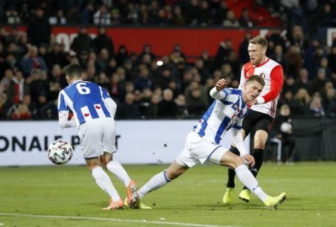 Van Hau du bi trong tran thua cua Heerenveen hinh anh 9 2_3.JPG