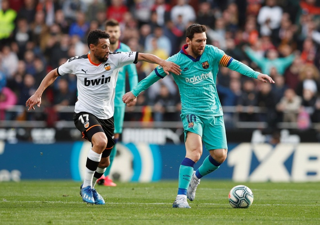 Messi tit ngoi, Barca phoi ao truoc Valencia hinh anh 18 2020_01_25T153213Z_1567879216_RC23NE9RDHF0_RTRMADP_3_SOCCER_SPAIN_VAL_FCB_REPORT.JPG