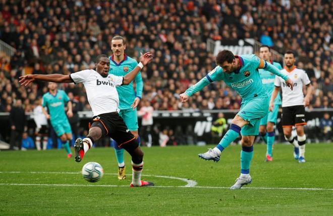 Messi tit ngoi, Barca phoi ao truoc Valencia hinh anh 24 2020_01_25T162611Z_1582918011_RC24NE9IN5GA_RTRMADP_3_SOCCER_SPAIN_VAL_FCB_REPORT.JPG
