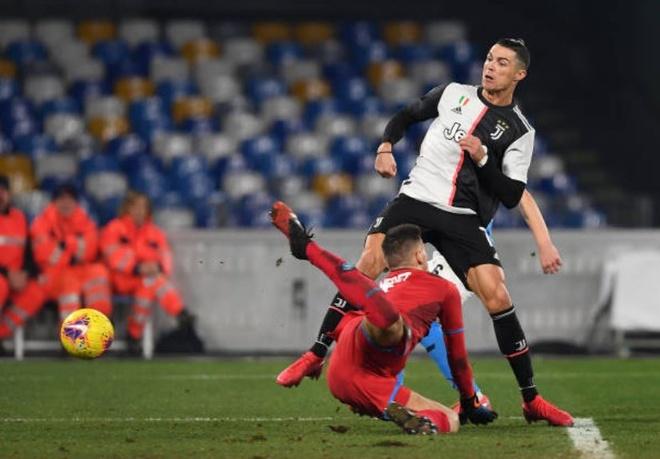 Ronaldo lap ky luc trong ngay Juventus thua tran hinh anh 1 2_3.JPG