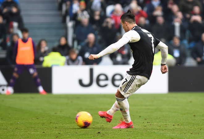 Juventus 3-0 Fiorentina: Ronaldo lap cu dup tu cham phat den hinh anh 13 2020_02_02T123221Z_907047042_RC2CSE9W8WU1_RTRMADP_3_SOCCER_ITALY_JUV_FIO_REPORT.JPG