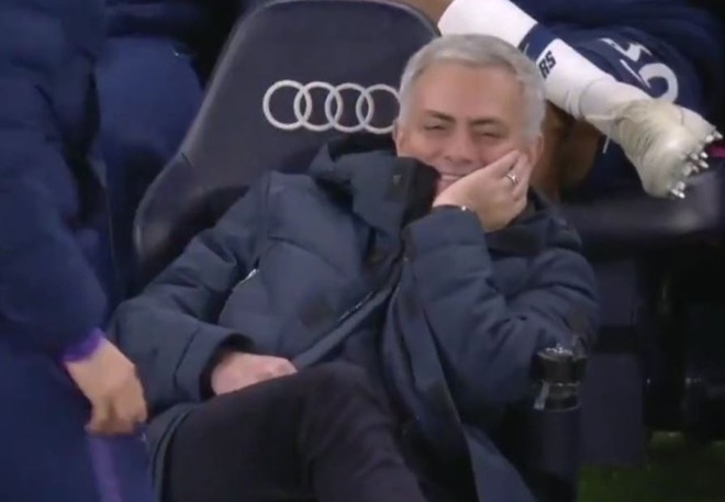 Mourinho cuoi khi Spurs chiu phat den anh 1