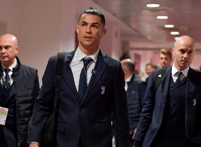 Ronaldo lap cong trong ngay doi dau Ibrahimovic hinh anh 6 2.JPG