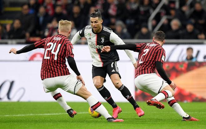 'Ronaldo mat hut ca tran, thanh nguoi hung nho qua penalty' hinh anh 1 2020_02_13T200801Z_604297804_RC2WZE9DXIYH_RTRMADP_3_SOCCER_ITALY_MIL_JUV_REPORT.JPG