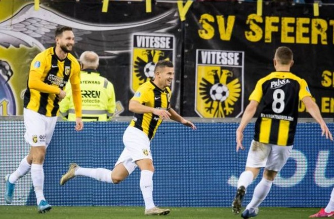 Vitesse 4-2 Heerenveen: Tham hoa hang phong ngu hinh anh 11 2_1.JPG