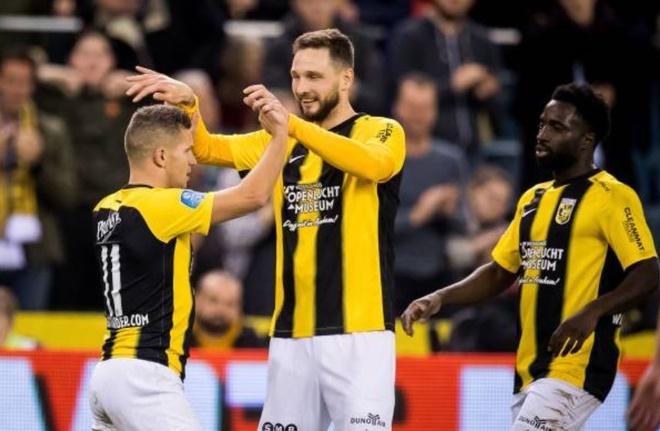 Vitesse 4-2 Heerenveen: Tham hoa hang phong ngu hinh anh 17 f.JPG